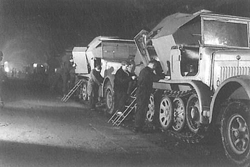 Sd.Kfz.7/3 Feuerleitpanzer fur V-2 Raketen (V-2 Rocket Command Vehicle) title=